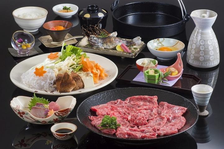 芳醇な『松阪牛』とシャキシャキ野菜を「秘伝のタレ」で召し上がれ♪ ♪ 松阪牛すき焼きプラン 2019