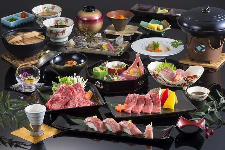 ■【Aシーズン】〔松阪牛を味わい尽くす!〕世界ブランドの松阪牛を様々な調理法で堪能『松阪牛食べくらべ』プラン 2021