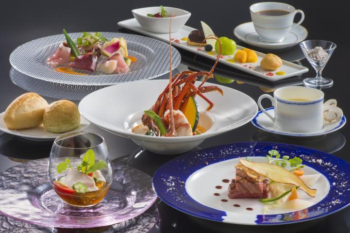 上質で厳選された松阪牛&上品で旨味のある伊勢海老をシェフが鮮やかに盛り付けます♪トレゾアコースプラン 2017